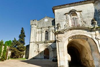 Abbaye de Bassac et art roman